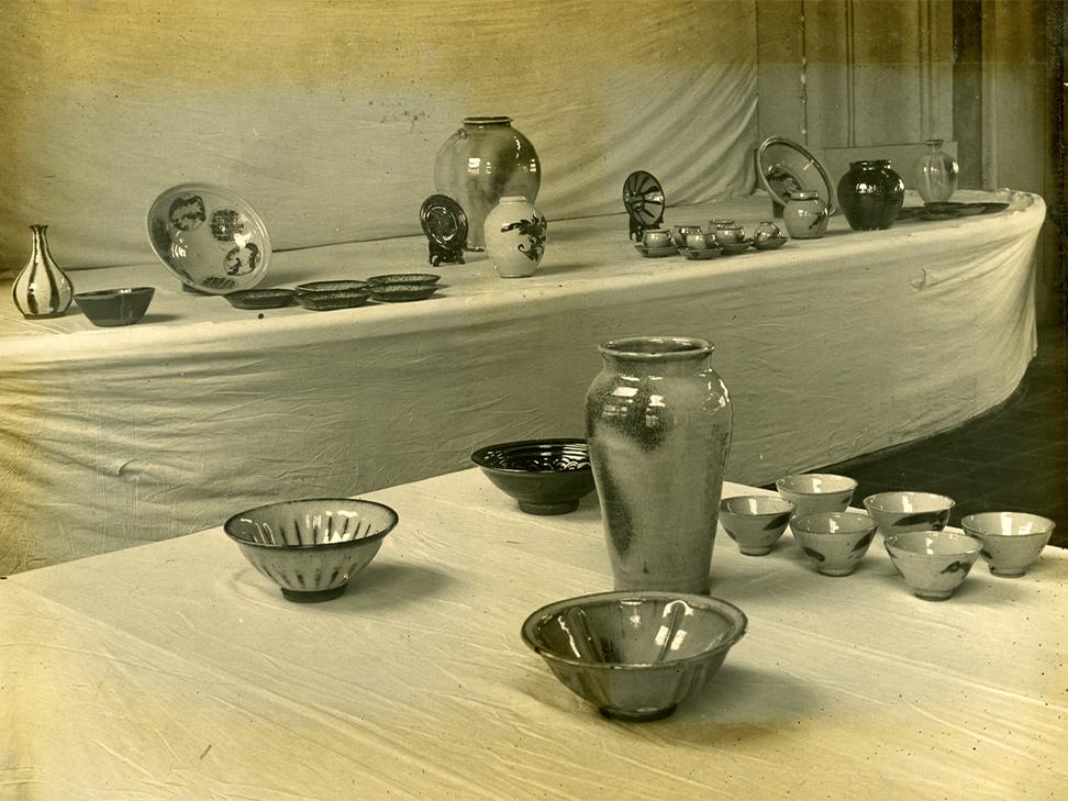 並べられている陶器⑥